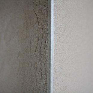 Cementa kaļka apmetums Ceresit ZKP Ārējais stūris ar iestrādātu cinkotu metāla stūra šinu