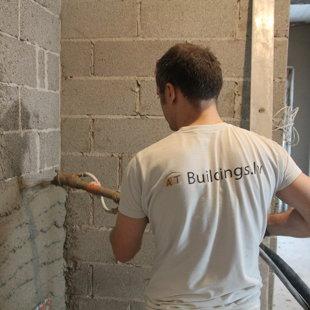 Cementa kaļka apmetums Ceresit ZKP Mūsu meistars procesā.